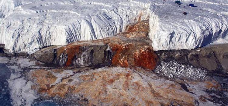1. Air Terjun Berdarah Dari Antartika
