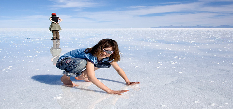 Girl-is-Enjoying-Salar-de-Uyuni 2