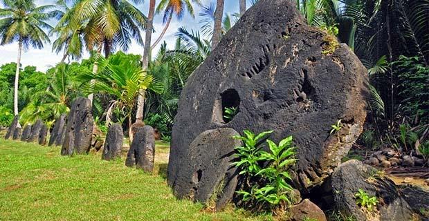 Uang dari batu (Pulau Yap, Kep. Solomon)