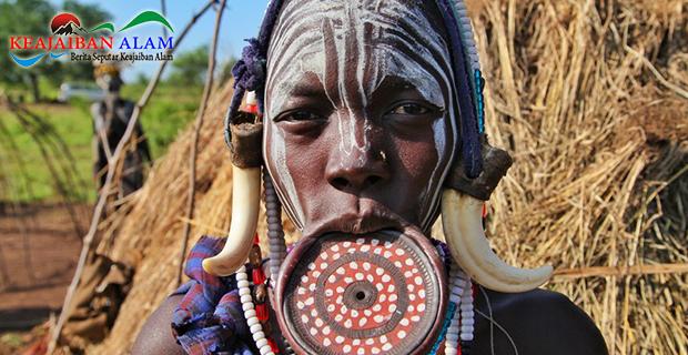 Mengulik Tradisi Ekstrem Para Wanita Dengan Berbagai Suku di Dunia Agar Tampil Cantik