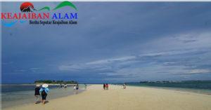 Fenomena Laut Terbelah di Lombok